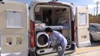 房车车主不旅行时都在干吗?洗洗衣服擦擦地板,一天就这么过去了