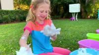 国外儿童时尚,小萝莉组织了一场愉快的比赛,一起来看看吧