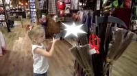 美国儿童时尚,小萝莉在恐怖玩具屋,会发生什么有意思的事情