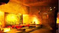 内蒙古一地修建水库时,挖出一座古墓,墓主人浑身被金子包裹