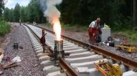 铁轨焊接,就是这样烧出来的,这就叫铝热焊