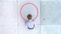小伙发明了一个圈圈,所有人都把他当傻子,最后他却成了亿万富翁