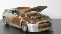 小伙捡到一辆废弃车模型,带回家一顿翻新后,成品太炫酷了!