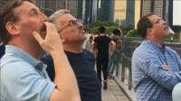 英国建筑师第一次来重庆,刚上街就看愣了?直言:这根本不科学!