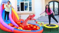 越看越惊险,萌娃小萝莉的滑梯怎么着火了?还有一只恐龙吗?姐姐怎么办?