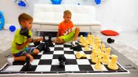 熊孩子玩国际象棋不守规矩,真是太不像话了