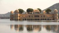 印度神秘的水上宫殿,在水中泡了260年,曾经还是豪华酒店!