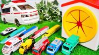 缤纷彩色汽车和火车玩具展示