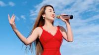漂亮小姐姐演唱《站在草原望北京》,嗓音嘹亮,被她迷住了!
