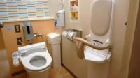 为何日本大多数厕所没有窗户,难道没有异味吗?日本人是这样做的