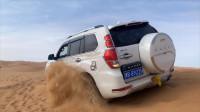 在阿拉善英雄会现场,小兜偶遇头条车友,一起开车玩沙子