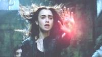女孩拥有神族血脉,只要画一个符号,就能控制住恶魔