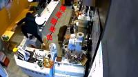 南京一商场奶茶店窜进野猪,店员急中生智翻出柜台避险