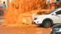辽宁一供暖管道爆裂 石砖飞崩现场多辆车遭殃