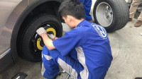 私家车轮胎可以用多久?修车工:超出这个时间,多贵的车都会爆胎