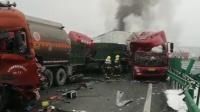 陕西高速40余辆车相撞10余车起火,现场画面曝光!