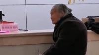 老人独自冒雨交医保被拒收现金,当场呆住不知所措,医保局回应
