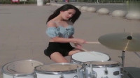 架子鼓女神演奏《我要找到你》,那么热还要出去练鼓,不容易啊