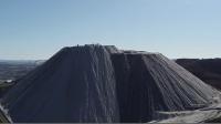 世界上最大的盐山,去旅游强制要求带走一包盐