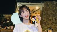 杨紫晒搞怪视频带鱼头面具喝水 活跃翻牌粉丝评论