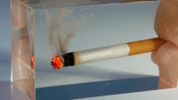 点燃一根香烟,用环氧树脂封印,这创意太绝了