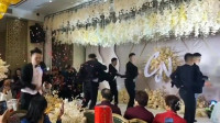 婚礼最帅伴郎团上线,都是舞蹈专业的学生,以后没有才艺伴郎都不敢当了!