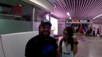 老外游中国上海乘地铁逛南京路