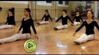 身材逆天济南舞蹈艺考生互助进行高难度热身