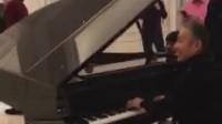 《芳华》陈道明弹钢琴