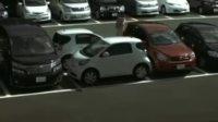 看丰田iQ是如何泊车的···