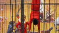 苏州09年11月天平山红枫节杂技表演1--倒立叠砖