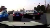 监控实拍:宝马高速恶意别车报复 MINI女司机一声尖叫让宝马直接飞...