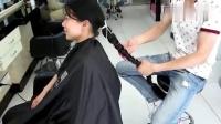 潮流美发,小姐姐的头发又长又多,剪短后 清爽  个性 看着超帅啊_超清