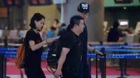 刘翔携女友吴莎现身机场 一路谈笑秀甜蜜 160618
