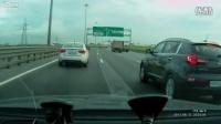 大排摩托高速追尾汽车震撼视频