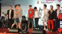 2PM香港开唱迟到一小时 与歌迷近距离接触引混乱