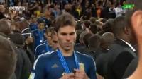 [颁奖]德国全队夹道鼓掌送阿根廷 梅西领衔队友登台领奖 140714