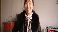 """【拍客】四川49岁农民砖上倒立秀绝技爆红 网友称""""倒立哥"""""""