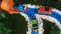 托马斯和他的朋友们 托马斯的恶作剧 培西彻底懵了 托马斯小火车 玩具 亨利