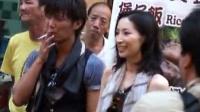 日剧《相棒》演员现身香港 吃大排档引众人围观 120824