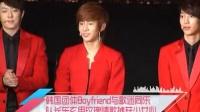 韩国团体Boyfriend与歌迷同乐 队长东玄用玫瑰情歌掳获少女心 120318