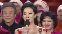 李思思赴外地演出 穿红裙难掩好身材 151016
