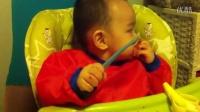 贲恩泽小朋友1周岁倒数第6天之吃草莓篇
