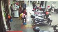 [拍客]劫匪抢劫孕妇遭男子狂摔