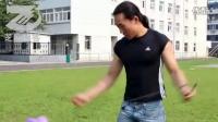 【拍客】绝技!河北小伙周天独创90后版超炫空竹玩转数十米高空-芝麻拍客 20110819