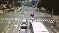 宝马男2分钟连闯4红灯拍视频炫耀
