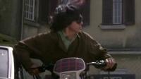 《飞鹰计划》  街头被拦截遭搜身 孤身摩托甩追逐