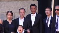 头条:第37届香港电影金像奖红毯 刘德华白西装帅爆赵薇红裙显丰腴