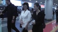 现场:赵雅芝时尚现身机场 不老女神容光焕发