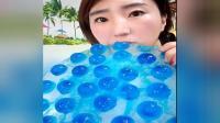 蓝色水晶球大冰块,嘎嘣脆,好吃极了